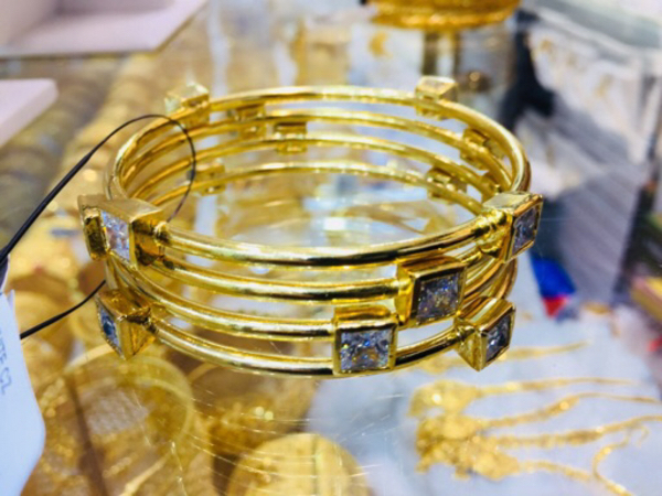 Used JEWELLERY BANGLE  in Dubai, UAE