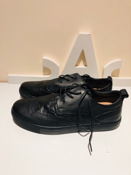 Used Black sneakers size 43 27.5 cm in Dubai, UAE