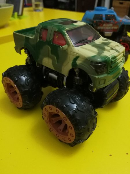 Used Mud breaker cars. Original in Dubai, UAE