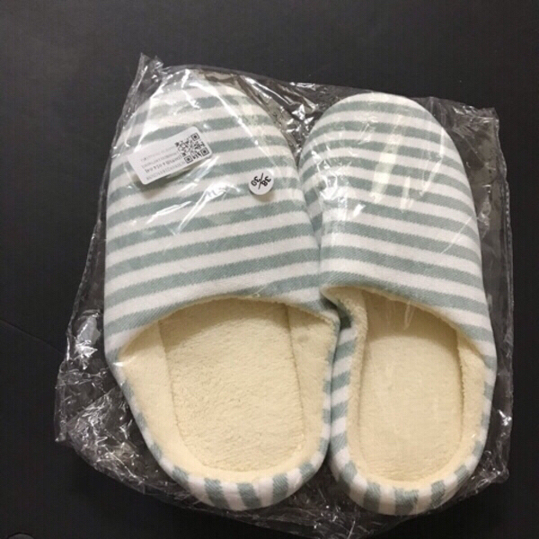 Used Women's slippers 🥿 38/89 in Dubai, UAE