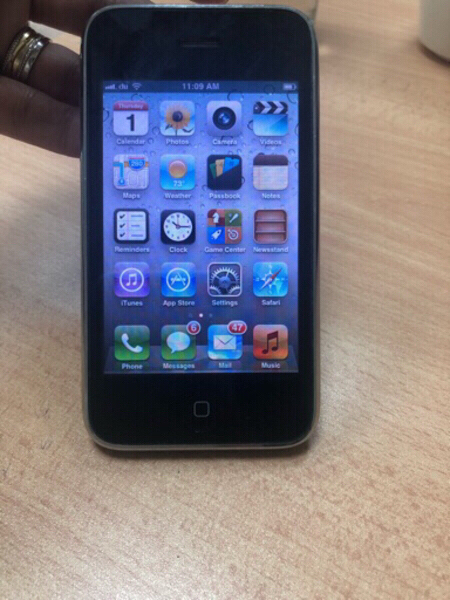 Used Iphone 3gs 16 gb in very good condition in Dubai, UAE