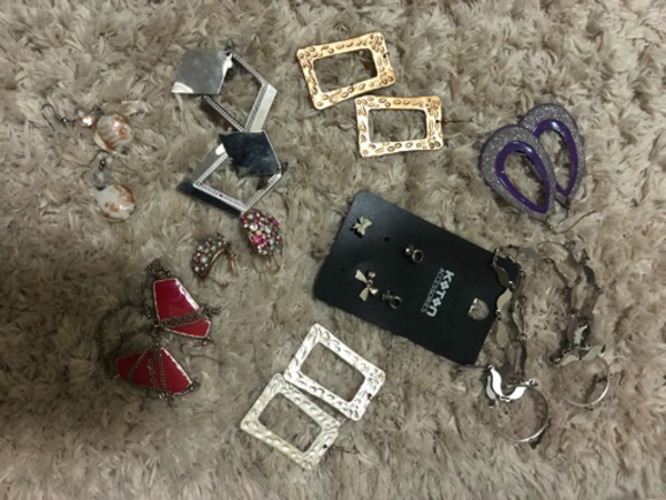 Used Collection 10 pairs earrings ALL 100 in Dubai, UAE