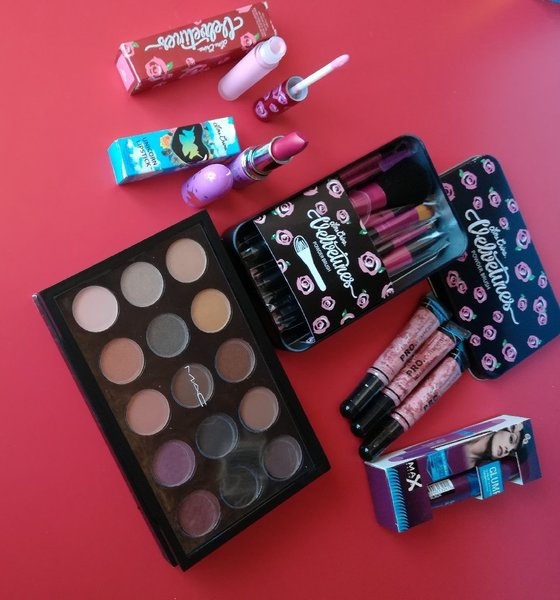 Used Make Up Bundle Offer for Her in Dubai, UAE