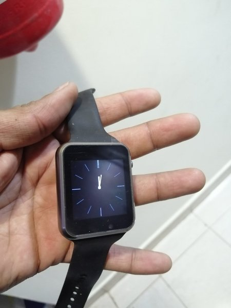 Used New smart watch with sim slot and camera in Dubai, UAE
