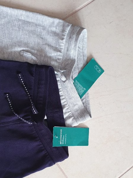 Used 2-pack cotton joggers H&M size 2 yr in Dubai, UAE