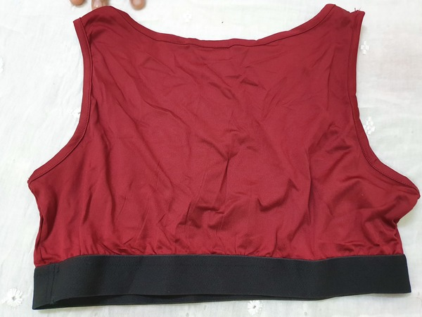Used Sports  bras M sizes  x1@#! in Dubai, UAE