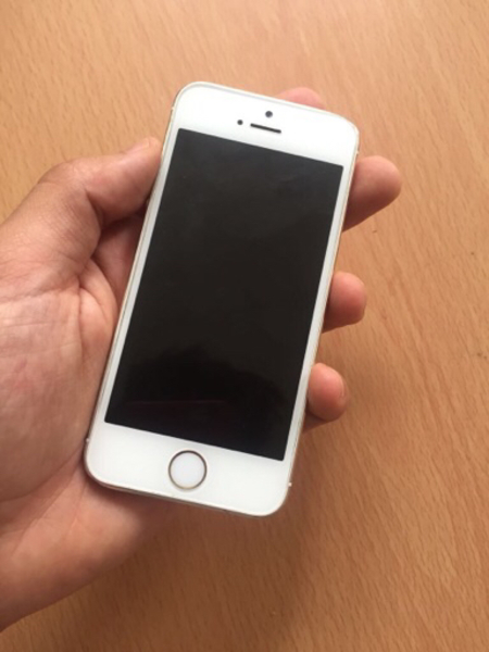 Used Iphone 5s want to buy or exchange airpod in Dubai, UAE