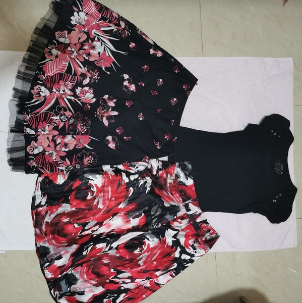 Used Women bundle - skirts and top in Dubai, UAE