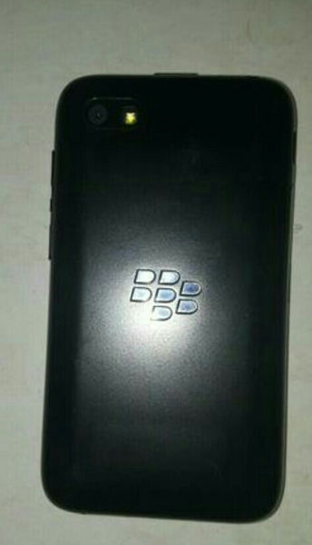 Used BlackBerry Q5 Use Only Mobile Phone  in Dubai, UAE