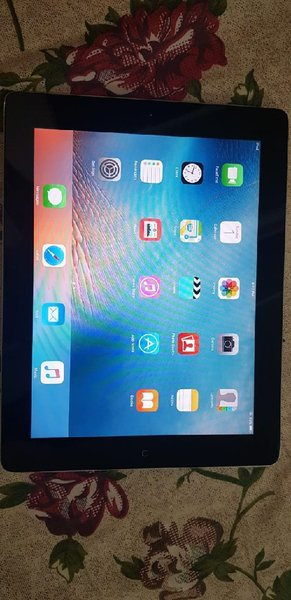 Used Apple ipad 2 with Sim updated in Dubai, UAE