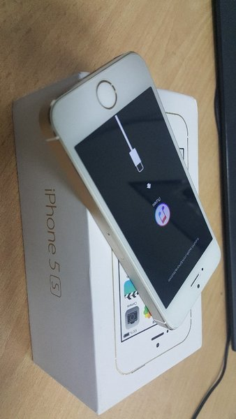 Used Iphone 5s 64Gb Damage use parts only in Dubai, UAE