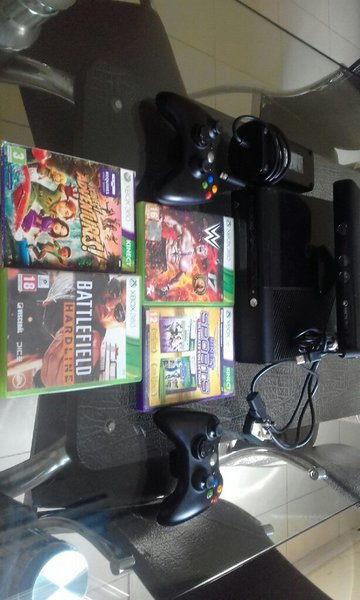 Used Xbox360 4games 2 controllers and kinect in Dubai, UAE