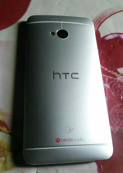 Used Htc M7 2Gb Ram + 32Gb Used mobile With Not Any accseseri in Dubai, UAE