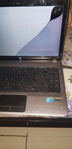 Used Hp Screen Crack , Need Change Screen in Dubai, UAE