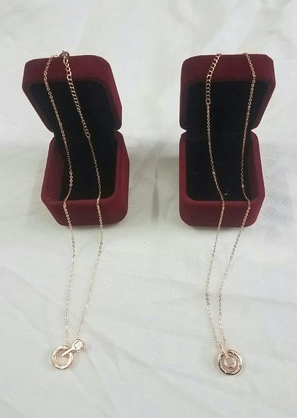 Used I love you projection necklaces round go in Dubai, UAE
