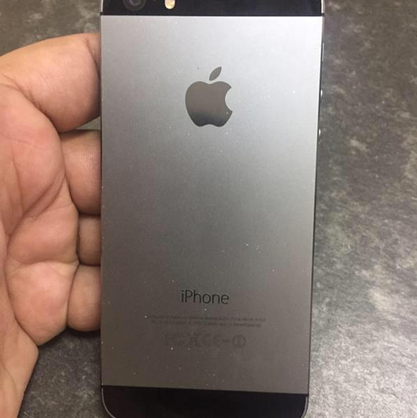 Used Iphone 5s 16gb Condition Perfect Little Bit Dots Back Side With Charger in Dubai, UAE
