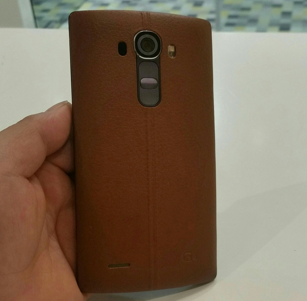 Used LG G4 Pink 32 GB Memory 3 GB RAM, Used Mobile With Multiple Cable Charger.  in Dubai, UAE
