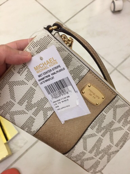 Used Brand new michael kors wristlet in Dubai, UAE