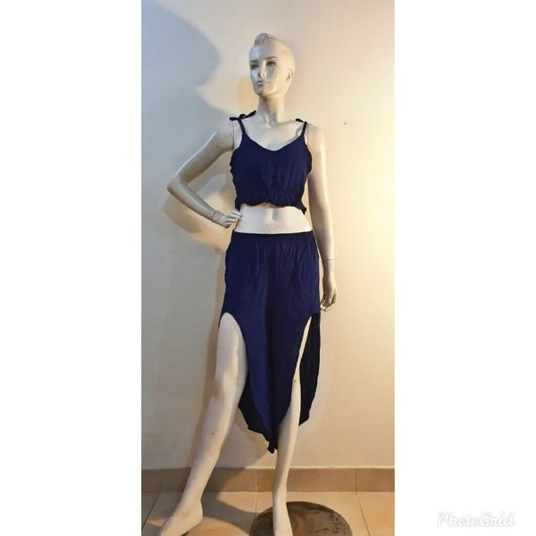 Used OOTD - Top and Stylish Bottoms in Dubai, UAE