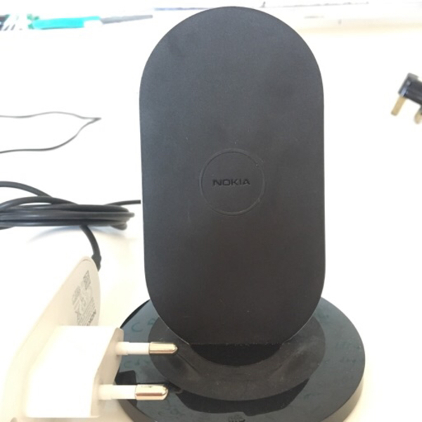 Used Nokia wireless charger for Samsung/iphon in Dubai, UAE