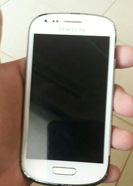 Used Samsung Galaxy S3 Mini With Small Scratch  No Charger And Accessories And Box   in Dubai, UAE