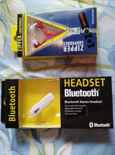 Used Earphone Bluetooth bundle offer in Dubai, UAE