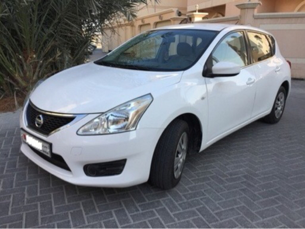 Used Nisan Tiida 2014 white accident free in Dubai, UAE