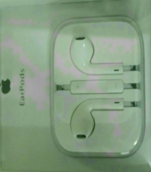 Used Apple Earpods with remote and mic in Dubai, UAE