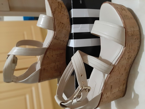Used Slightly used sandal in Dubai, UAE