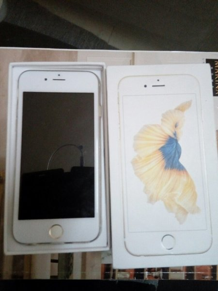 Used IPhone 6s ,copy in Dubai, UAE