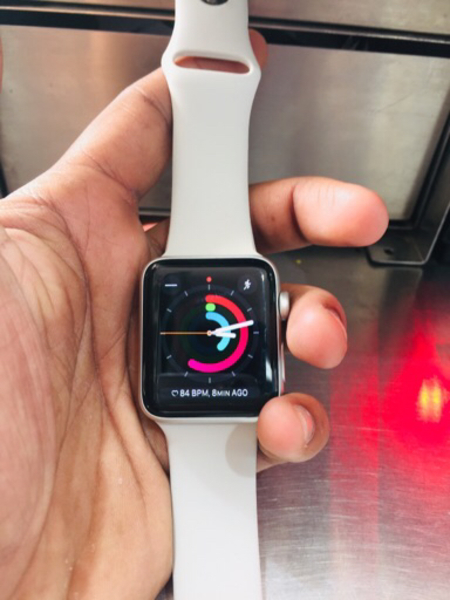 Used Apple Watch series 3 silver 42 mm in Dubai, UAE