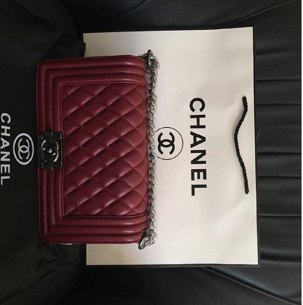 Used CHANNEL SHOULDER BAGS in Dubai, UAE