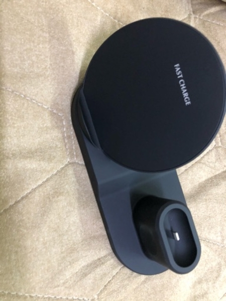 Used 3in1 wireless charger apple in Dubai, UAE