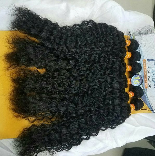 Used 360 lace wigs water wave with baby hair. in Dubai, UAE