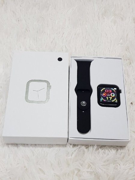 Used Śmart watch W5 in Dubai, UAE