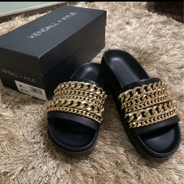 Used Kendall and kylie slides slippers in Dubai, UAE