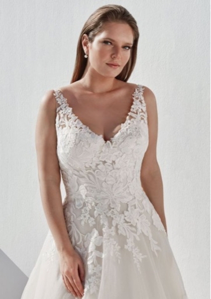 Used New Justin Alexander wedding dress in Dubai, UAE