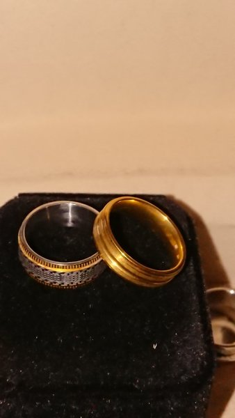 Used Gold Rings two in 7Size engagement🔊 in Dubai, UAE
