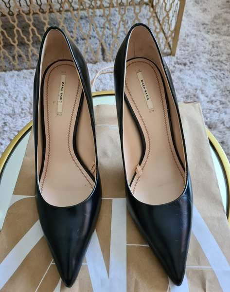 Used BRANDNEW ZARA LEATHER SHOES,SIZE 40 in Dubai, UAE