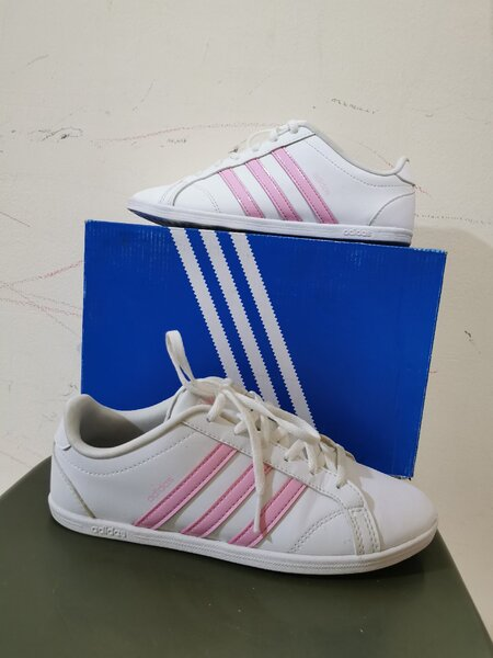Used Adidas shoes authentic - for sale in Dubai, UAE