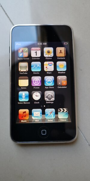 Used iPod touch 32 gb with charger in Dubai, UAE