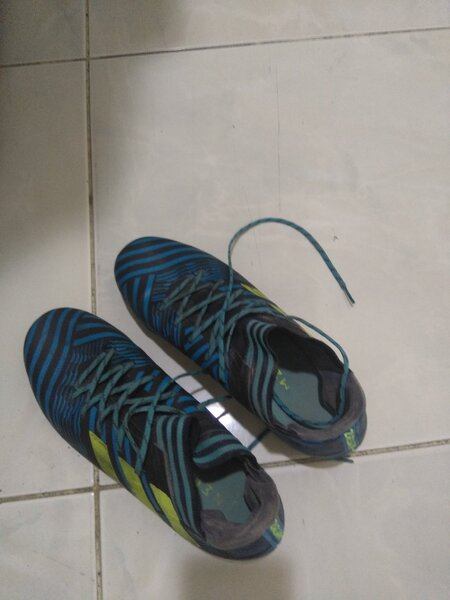 Used Football shoe in good condition in Dubai, UAE