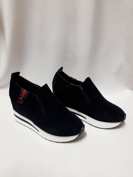 Used Girls Shoes (Size 35) Gucci Inspired in Dubai, UAE