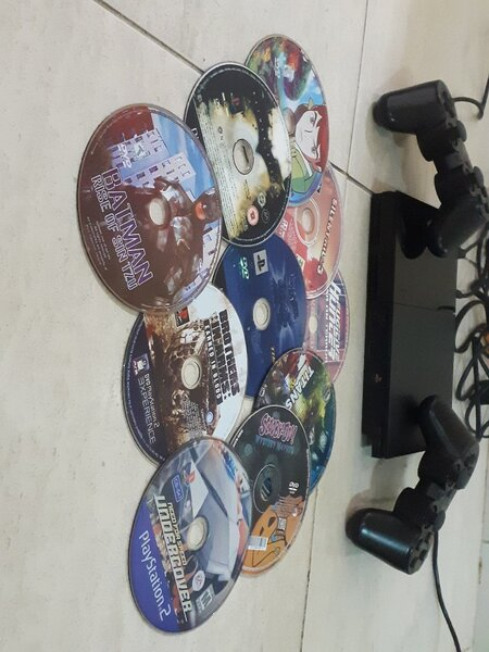 Used Playstation 2 with two controller 10 CD in Dubai, UAE