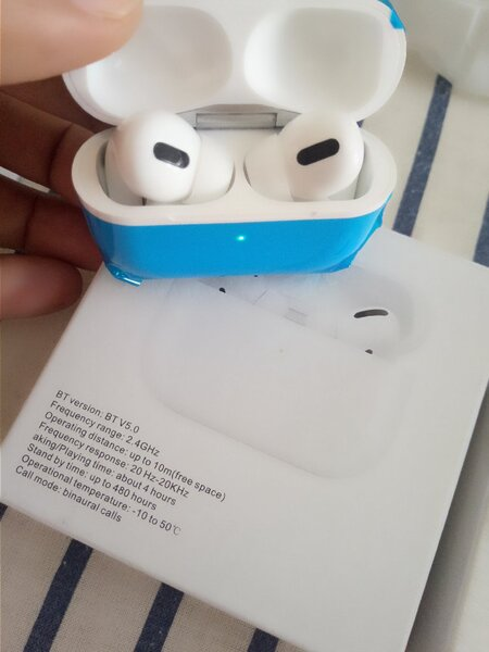 Used AirPods PRO. Apple or any Android mobile in Dubai, UAE