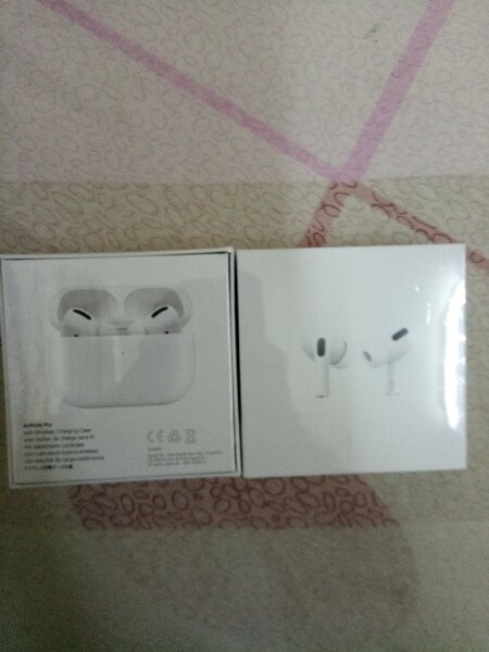 Used Apple 🍎 Airpods Pro Master copy white in Dubai, UAE