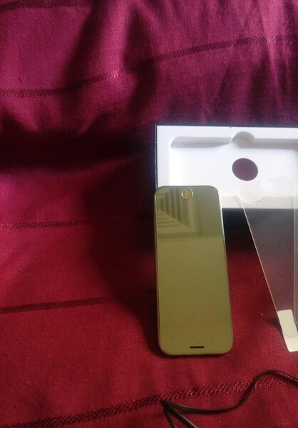 Used Ultra thinHD Screen mobile phone golden in Dubai, UAE