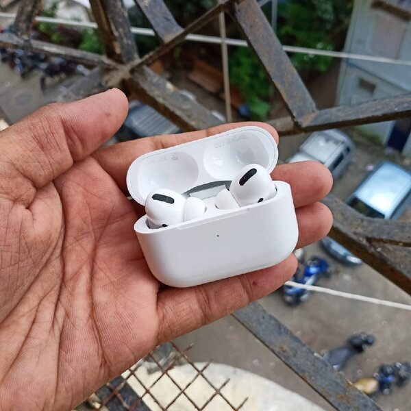 Used Apple AirPods Pro master Copy in Dubai, UAE
