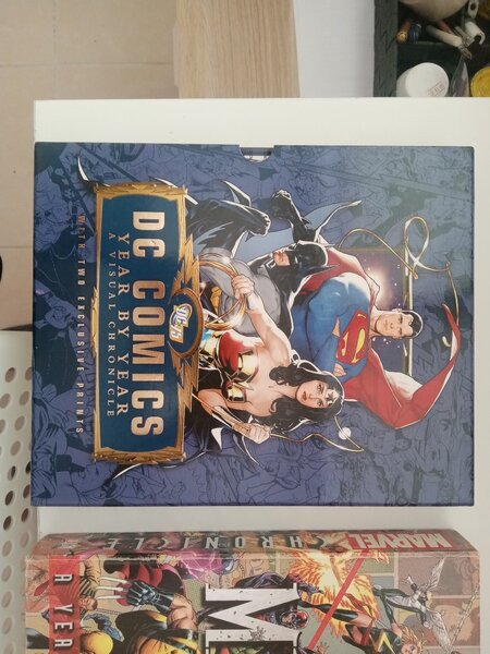 Used Collectable Comics and Encyclopedia in Dubai, UAE