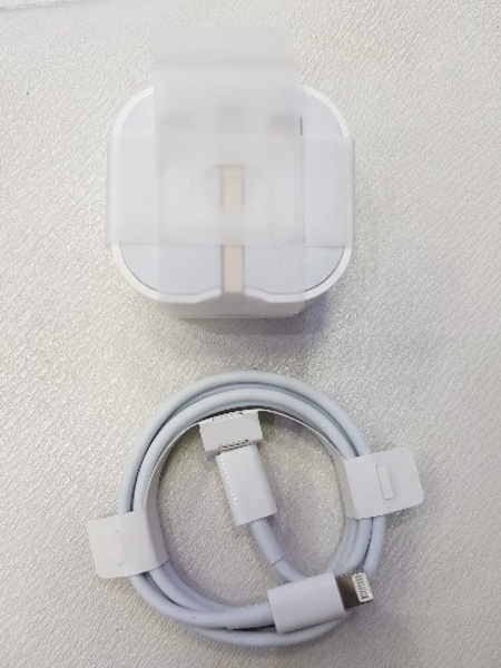 Used 20w apple charger for all Iphone in Dubai, UAE